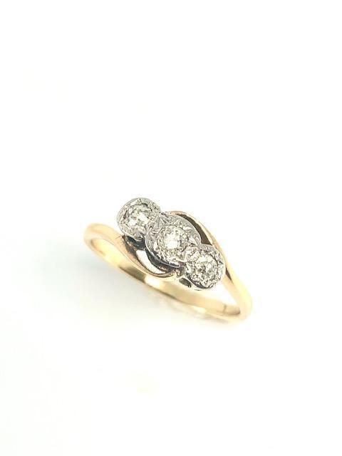 18ct platinum 1930's diamond 3 stone ring