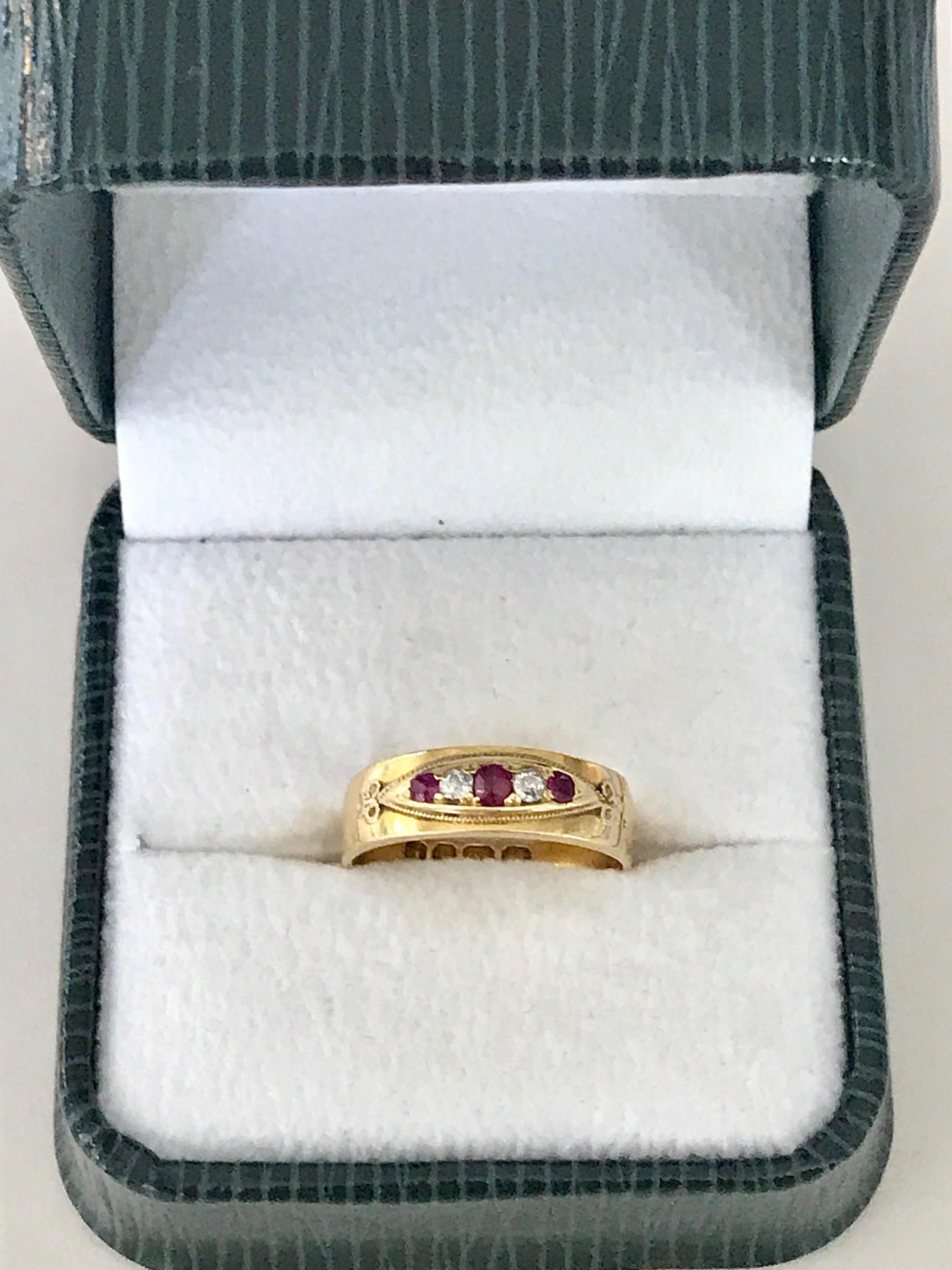 18 ct ruby and diamond ring