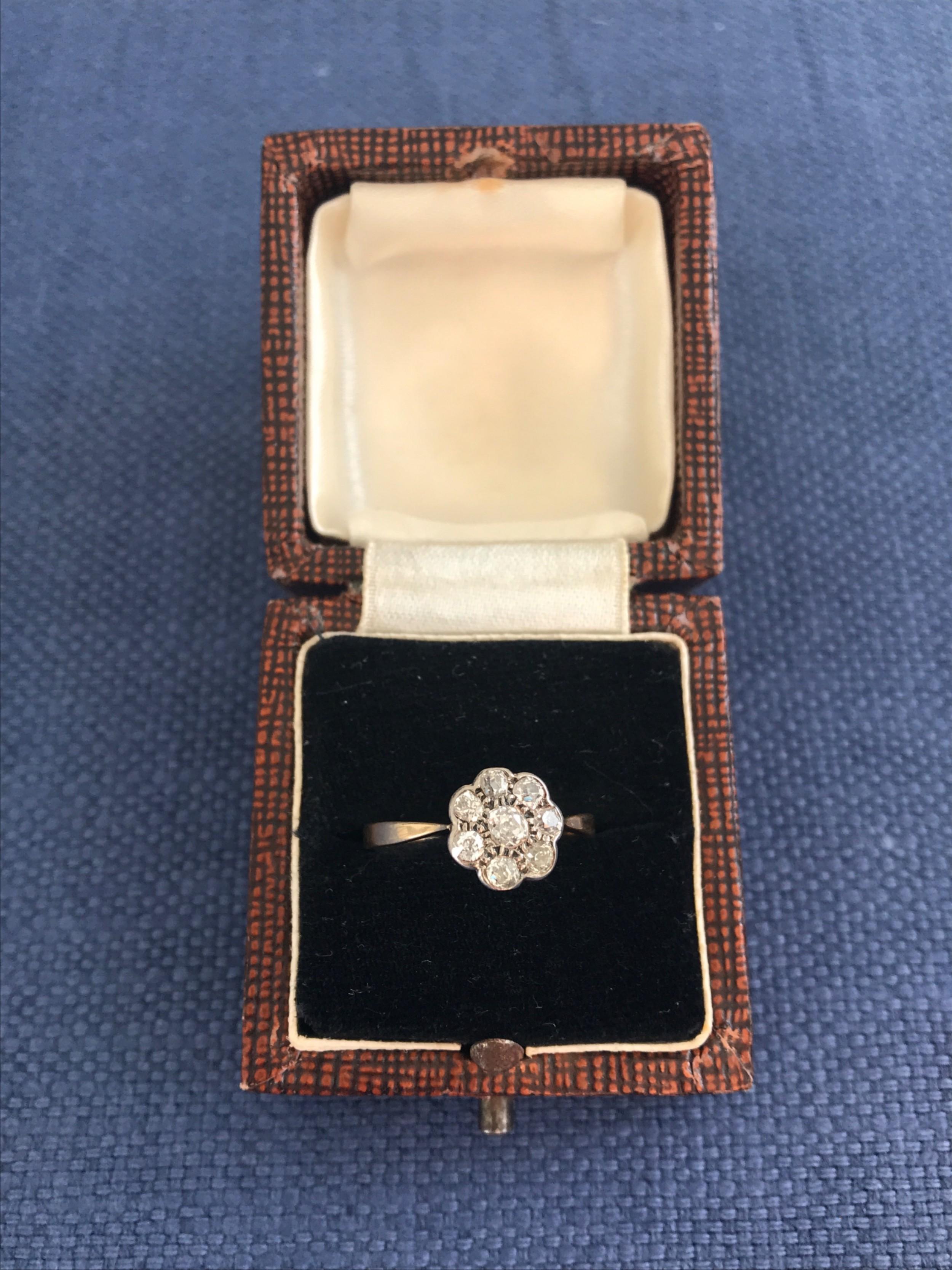 18ct diamond daisy ring