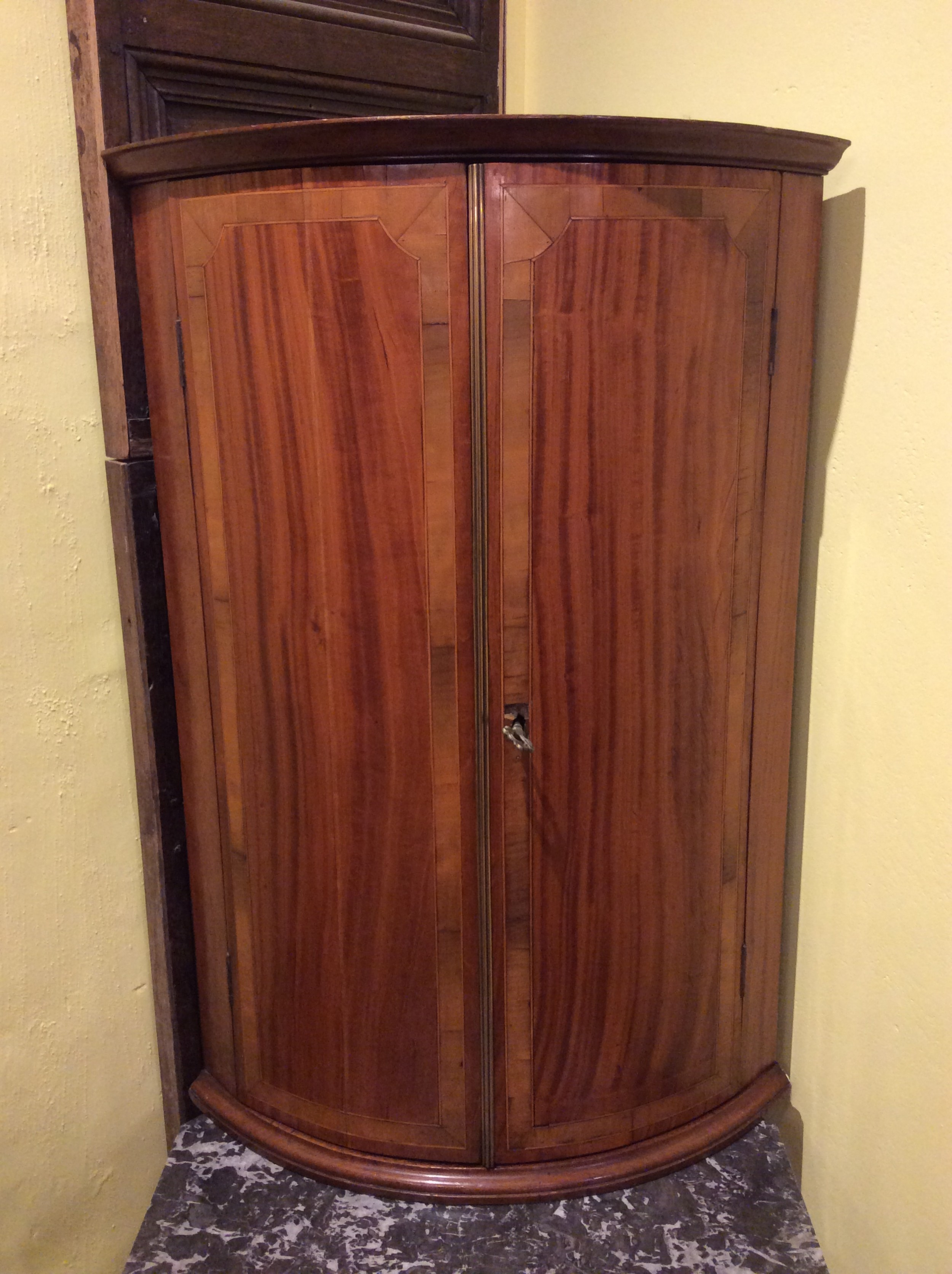 18thc satinwood harewood banded bow fronted corner cupboard