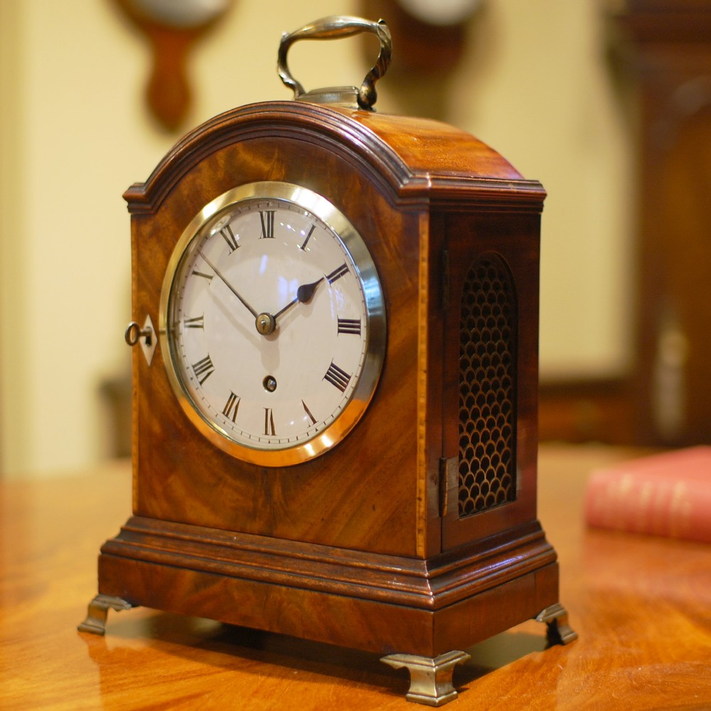 classic mantel clocktimepiece