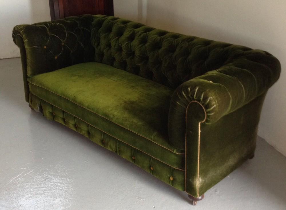 Victorian Deep Buttoned Chesterfield Sofa In Deep Green