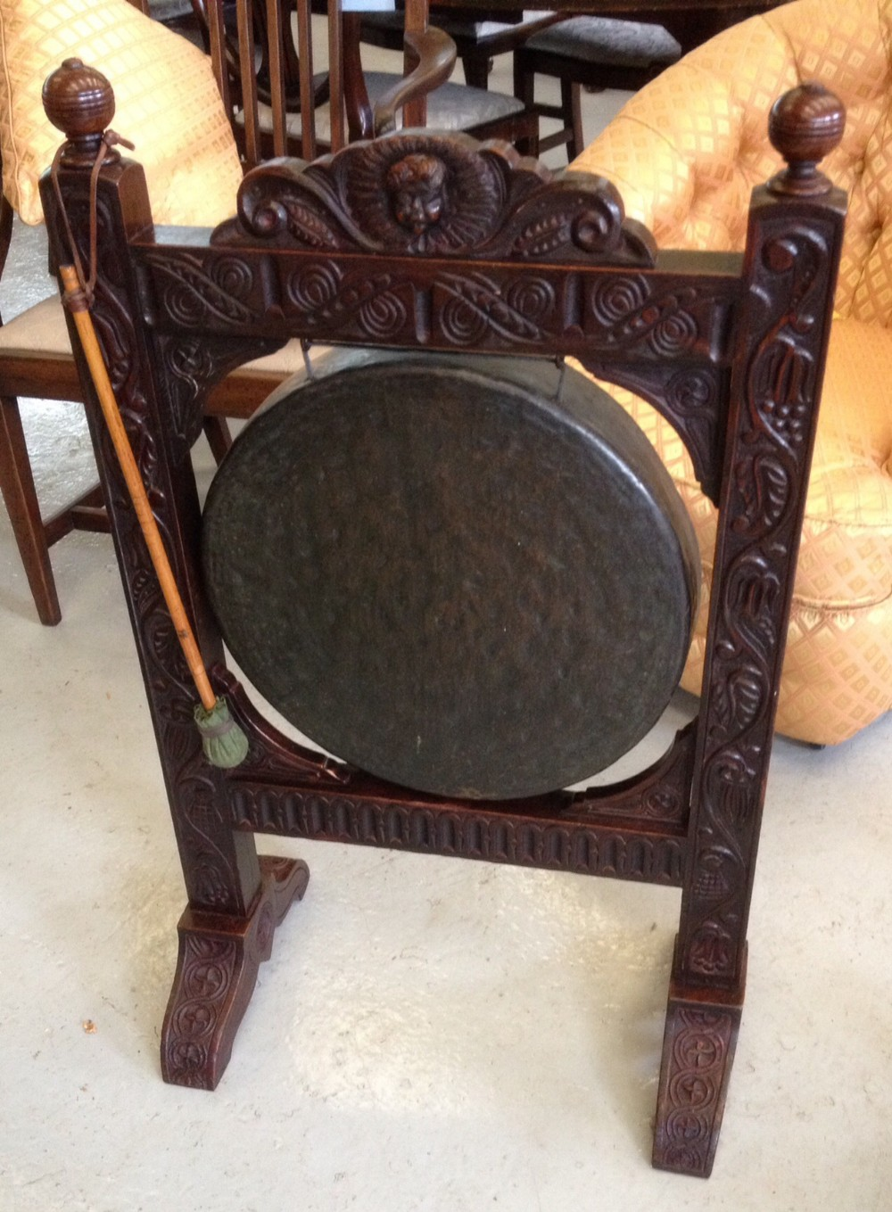 antique victorian carved oak dinner gong 288279. Black Bedroom Furniture Sets. Home Design Ideas