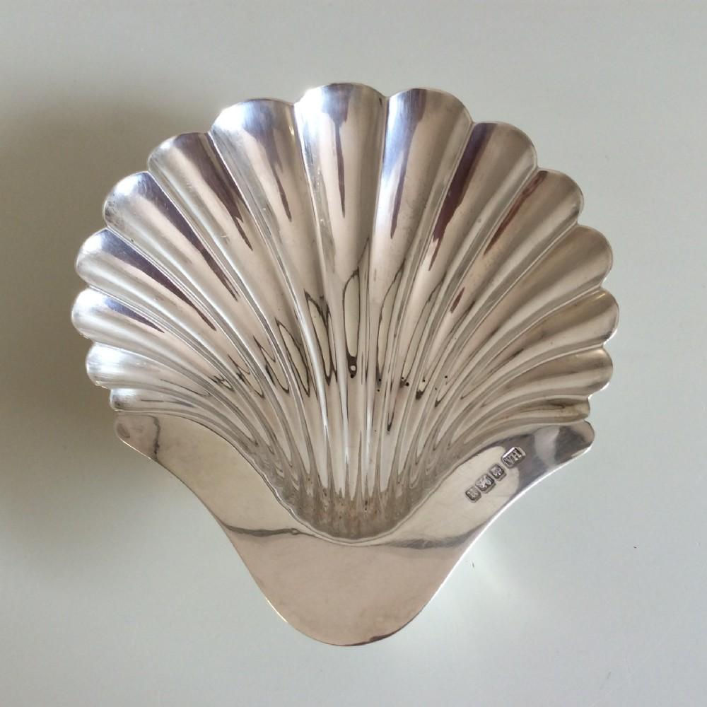silver shell dish with 3 bun feet 15 x 135 cm sheffield 1905 harry atkins atkins bros