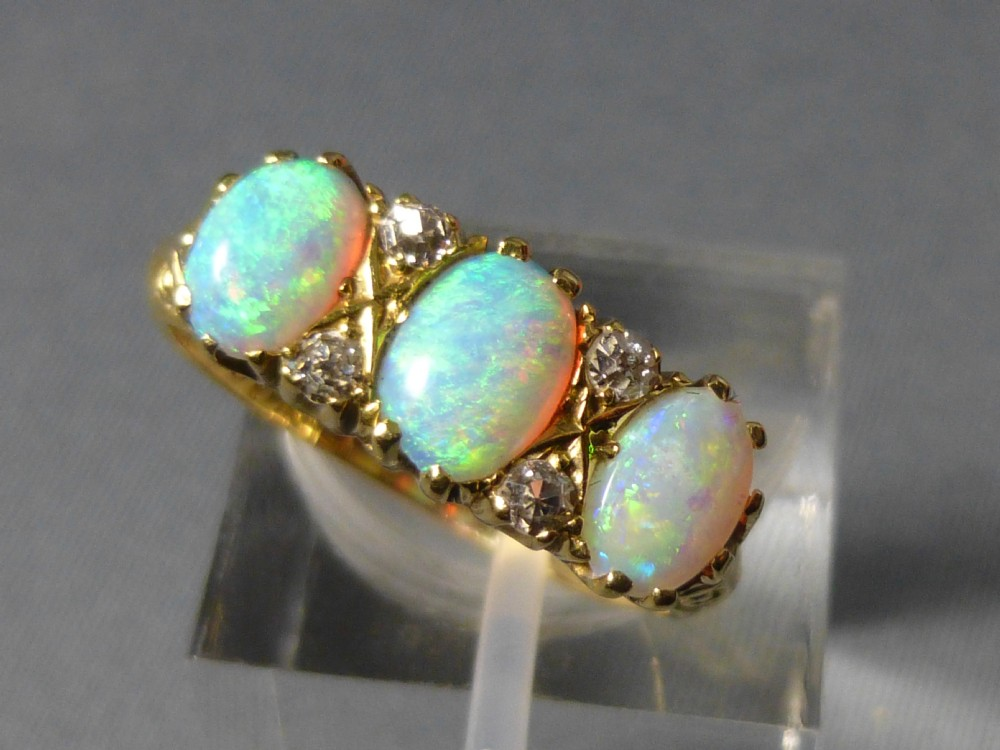 18ct gold opal and ring 262339