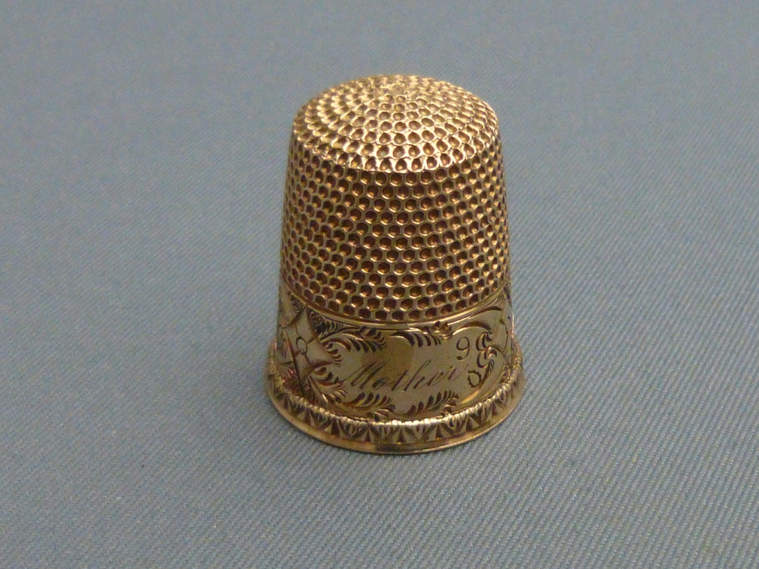 an edwardian 9ct gold thimble