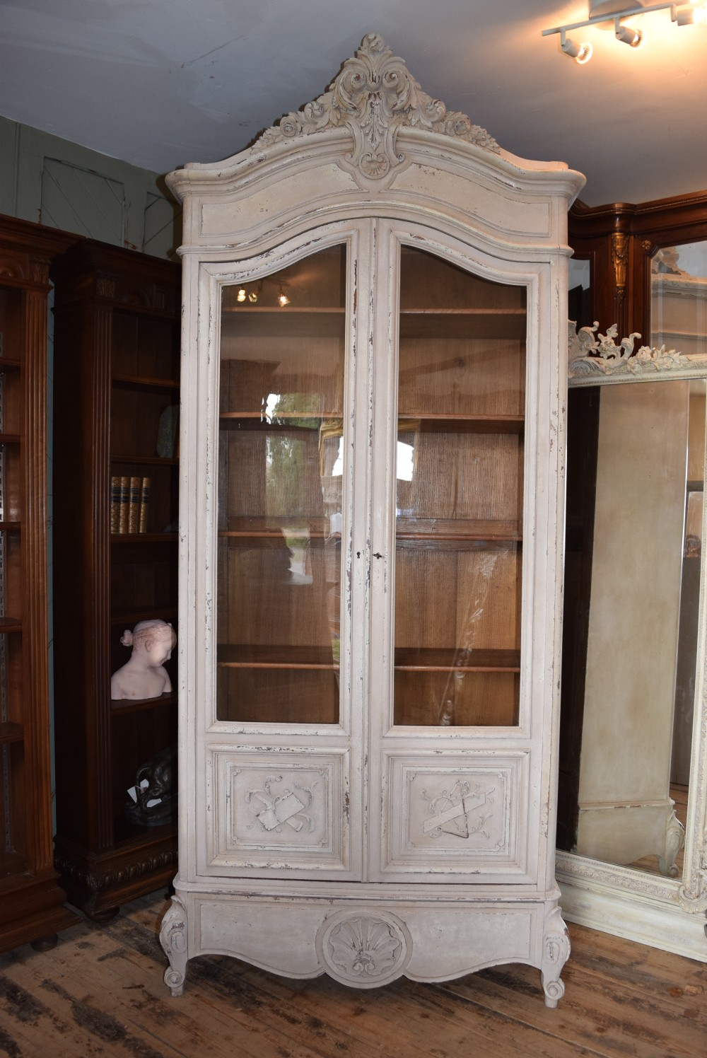 french louis xv style vitrine bookcase 330996. Black Bedroom Furniture Sets. Home Design Ideas