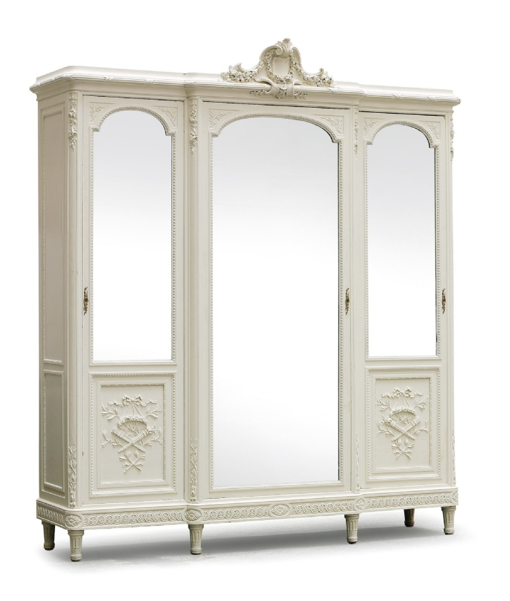 fabulous flatpack breakfront louis xv style french painted. Black Bedroom Furniture Sets. Home Design Ideas