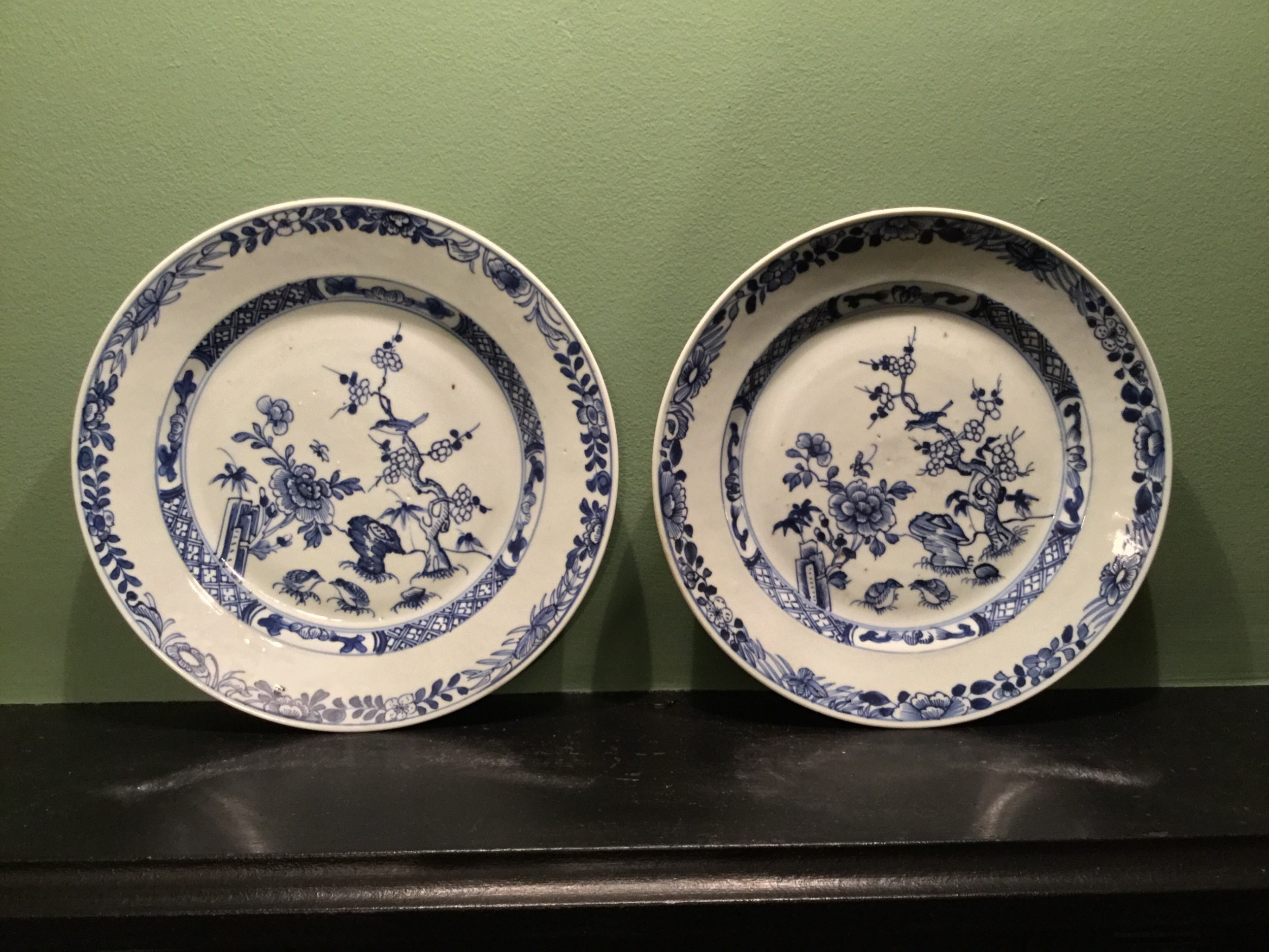 a matching pair of chinese round plates hand painted in underglazed blue and manufacted in c 1770