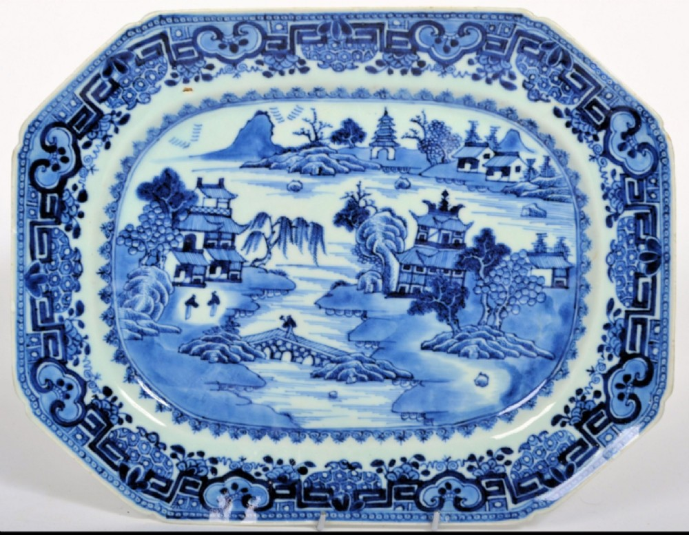 early c19th chinese blue and white serving plate