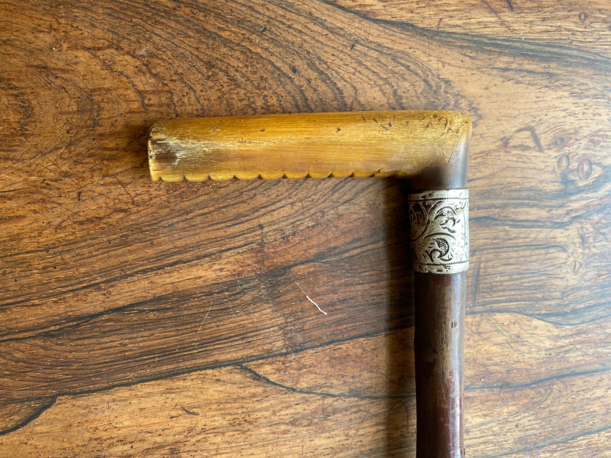 a ladies childs walking stick horn handle and hawthorn shaft