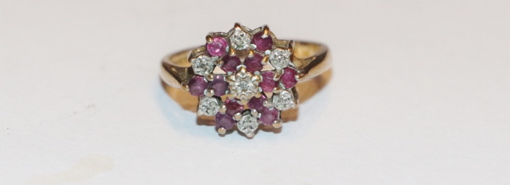 9ct gold ring with diamond garnet