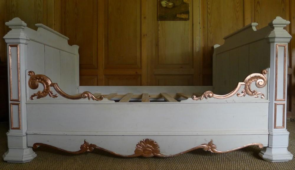 19th century oak 'lit de coin' bed