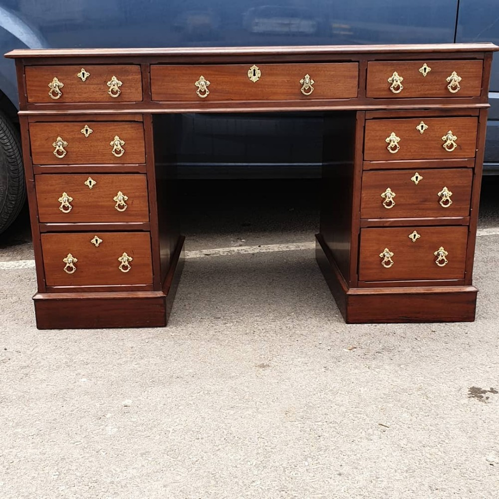 fine quality antique mahogany 3 part desk of medium size