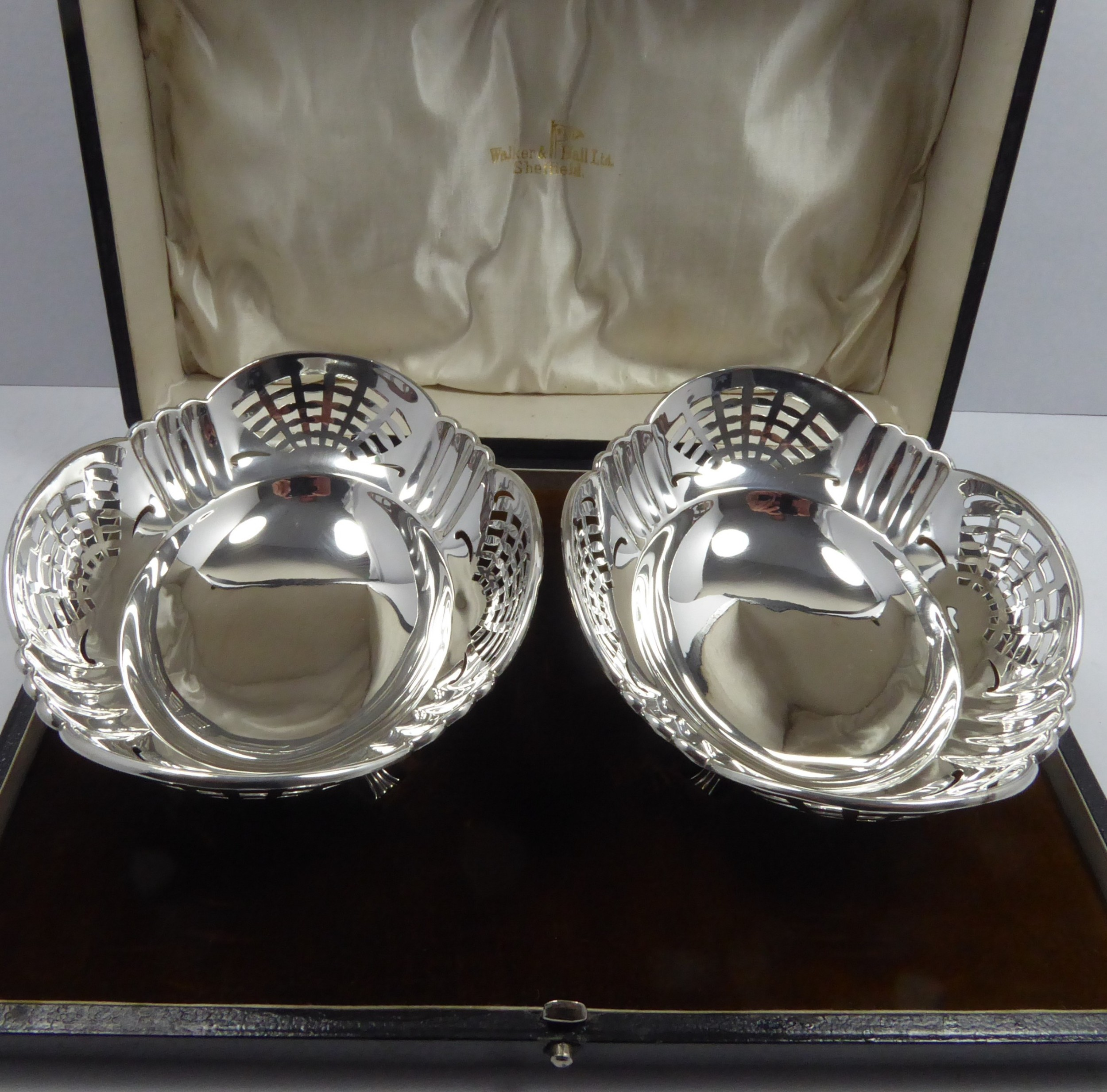 solid silver boxed dishes 1921 w h