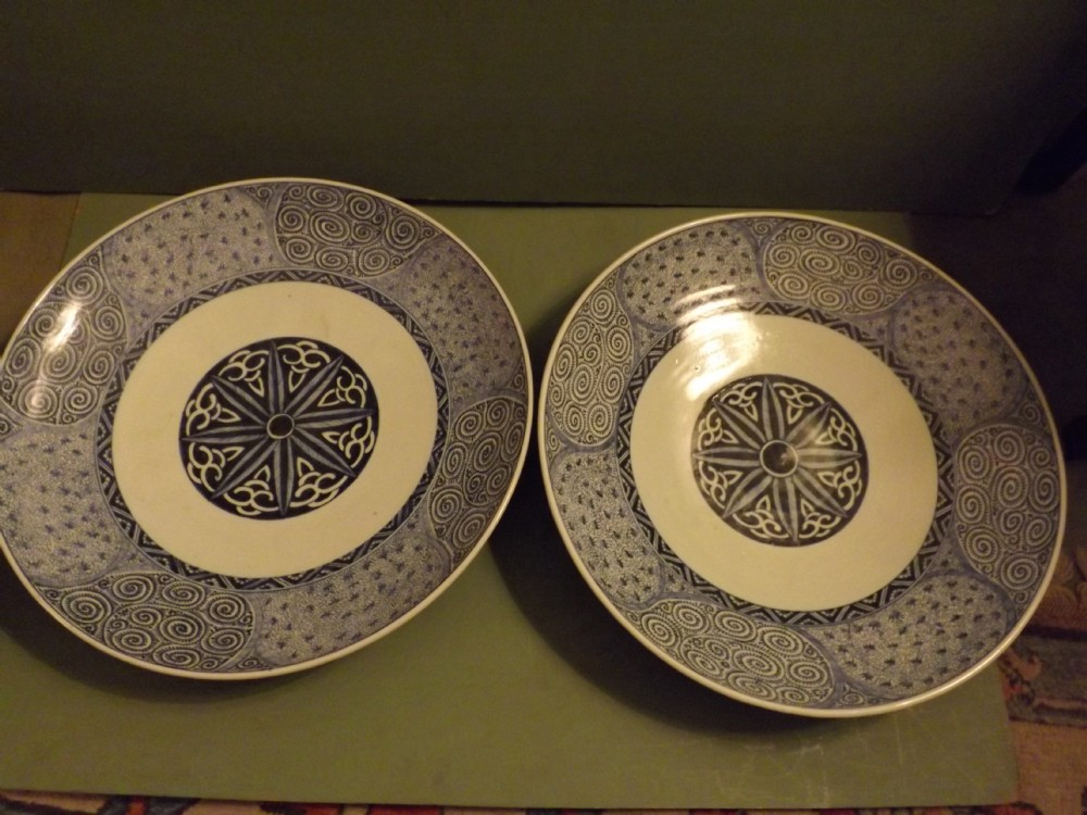 pair late c19th japanese blue and white porcelain chargers