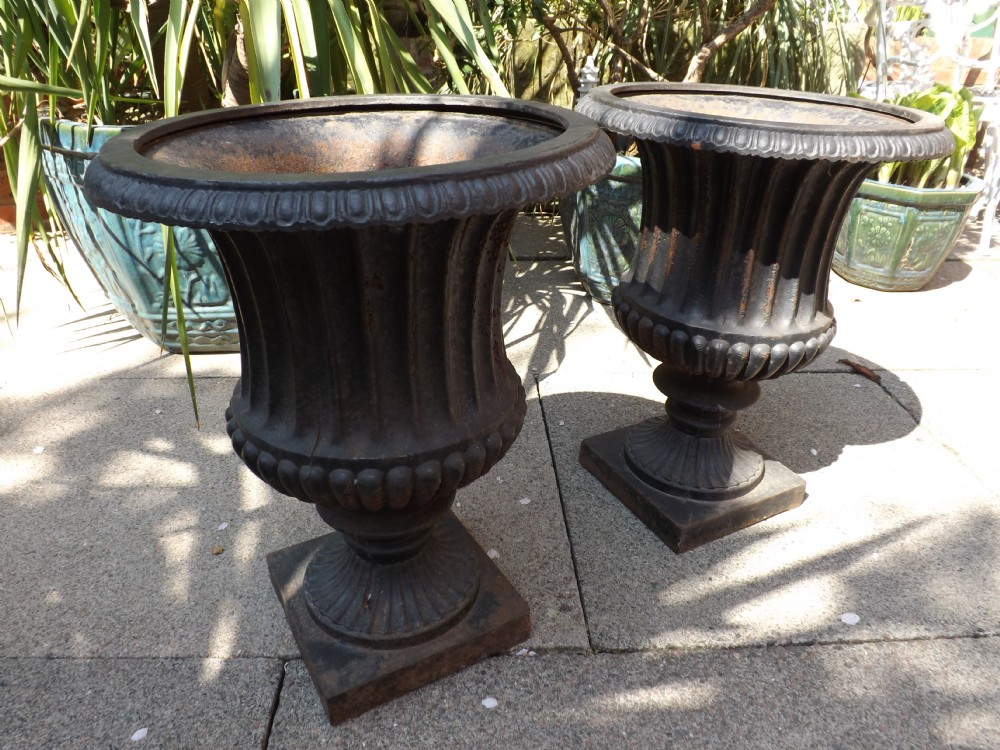 Pair of mid c19th english cast iron garden or terrace for Meaning of terrace in english
