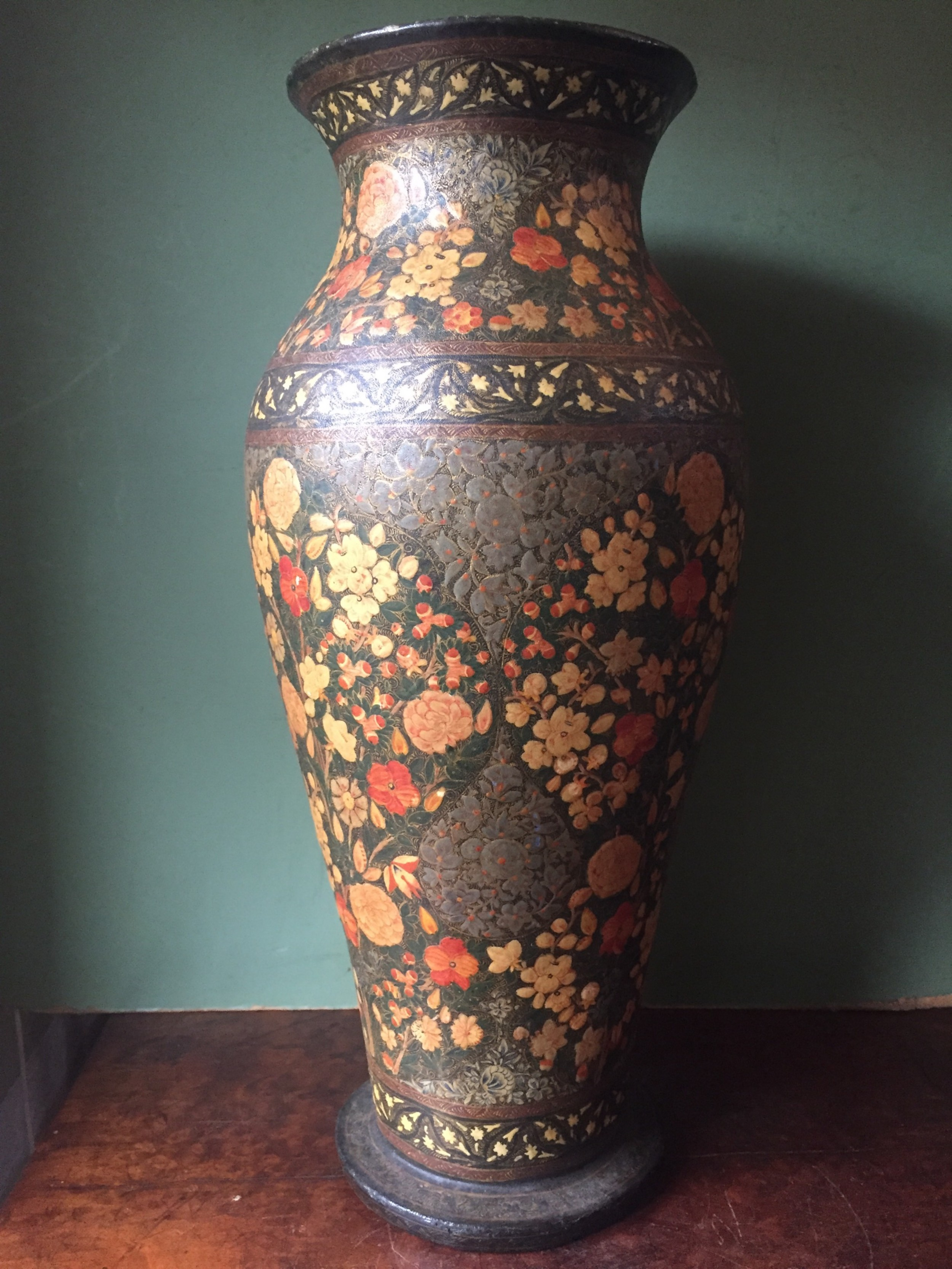Vase in papier-mch technique