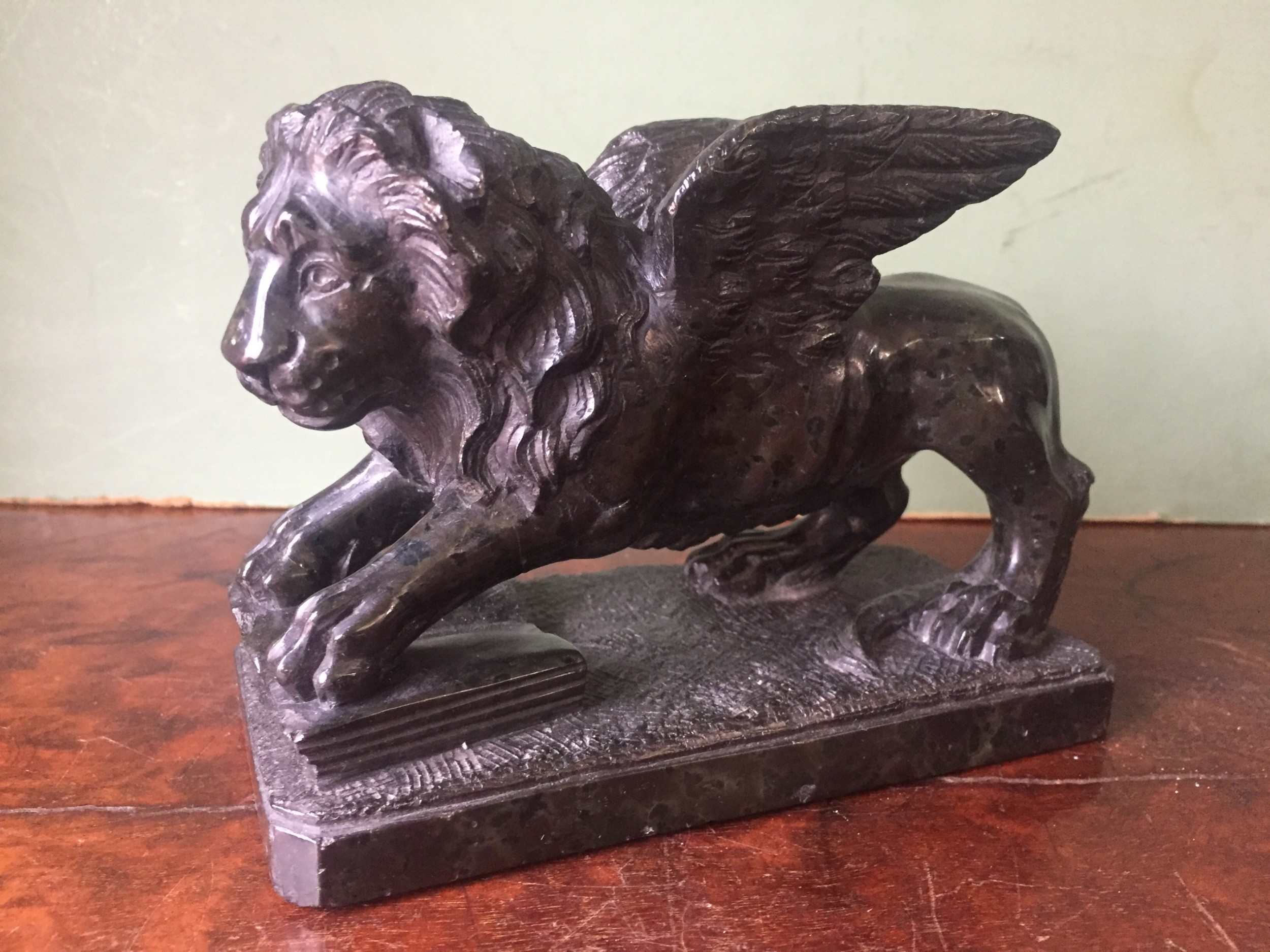 c19th italian 'grand tour' souvenir carved serpentine marble sculpture of the venetian winged lion of stmark