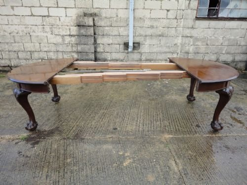 Chippendale Style Mahogany 4 Leaf Extending Ball And Claw Dining