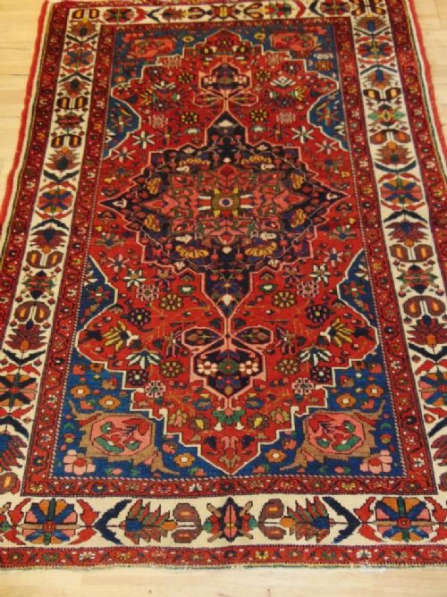 pretty antique bakhtiari rug carpet west persian