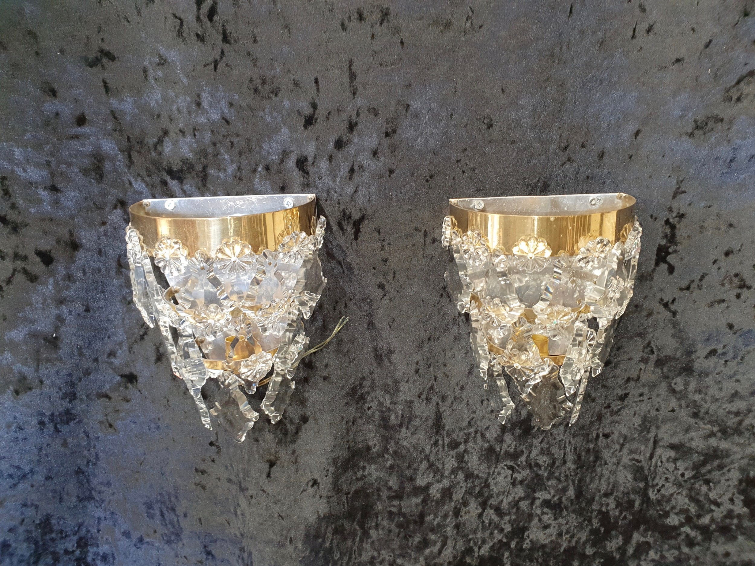 early 20th century pair of wall lights with flat drips