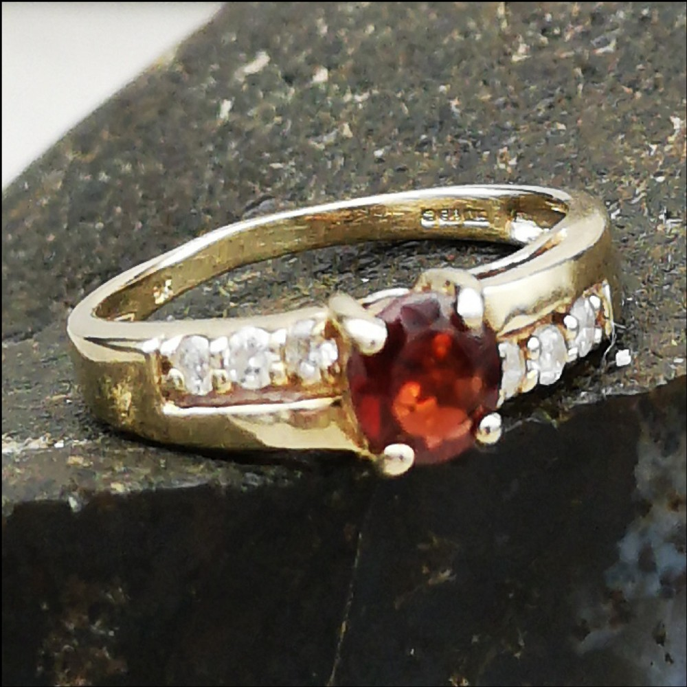 9ct gold gold garnet diamond ring