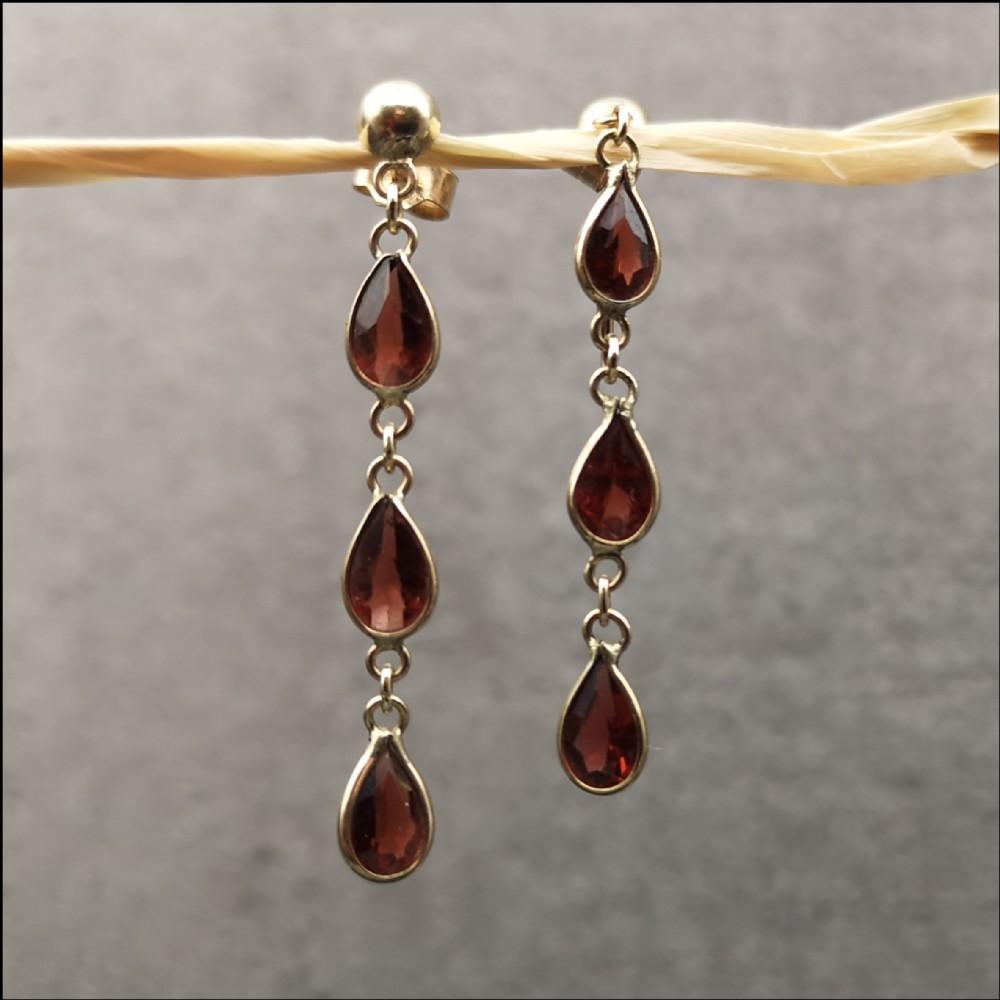 9ct gold pair of garnet drop earrings