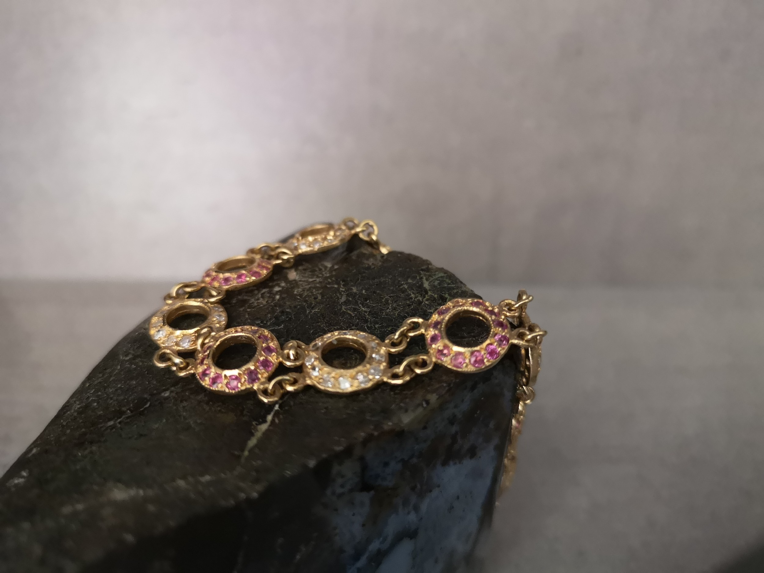 gorgeous 18ct gold ruby 150ct and diamond 150ct set bracelet