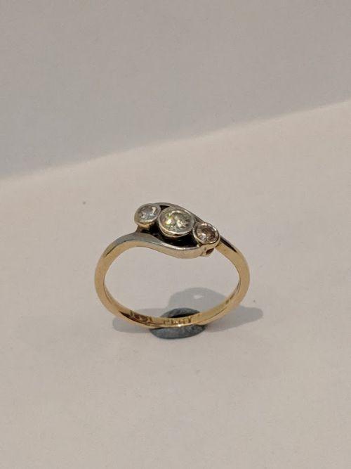 18ct gold and platinum 3 stone diamond ring
