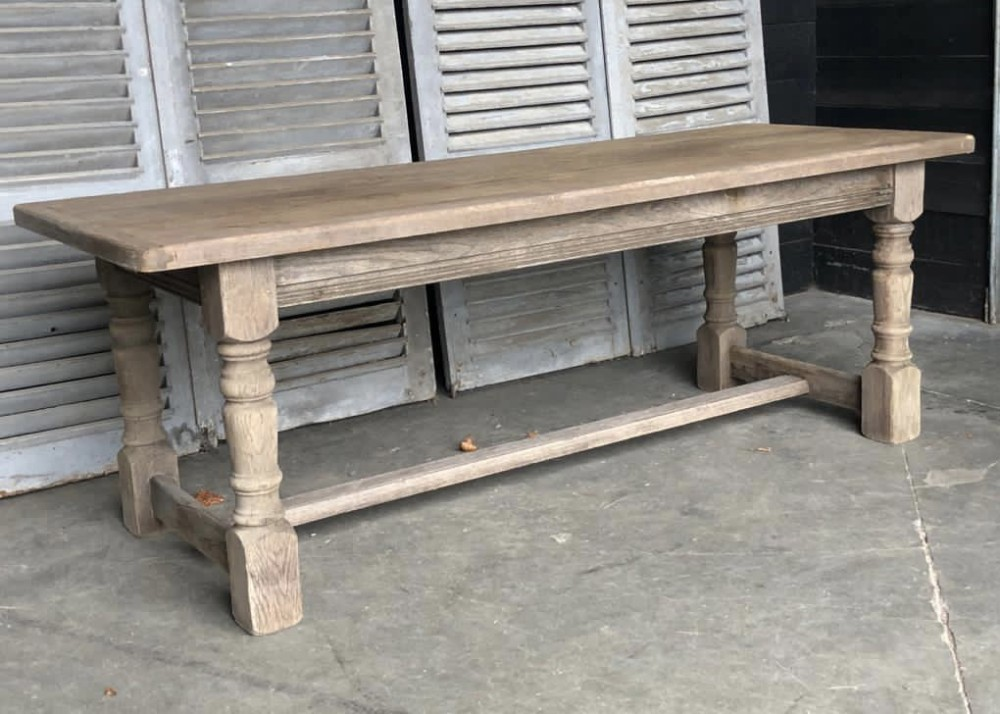 light colour oak farmhouse dining table