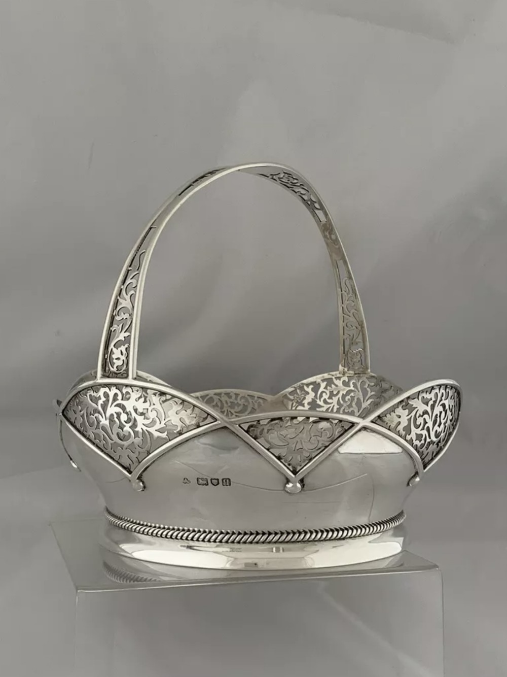 large solid silver fruit bowl bread bowl 1911 london wakely wheeler sterling