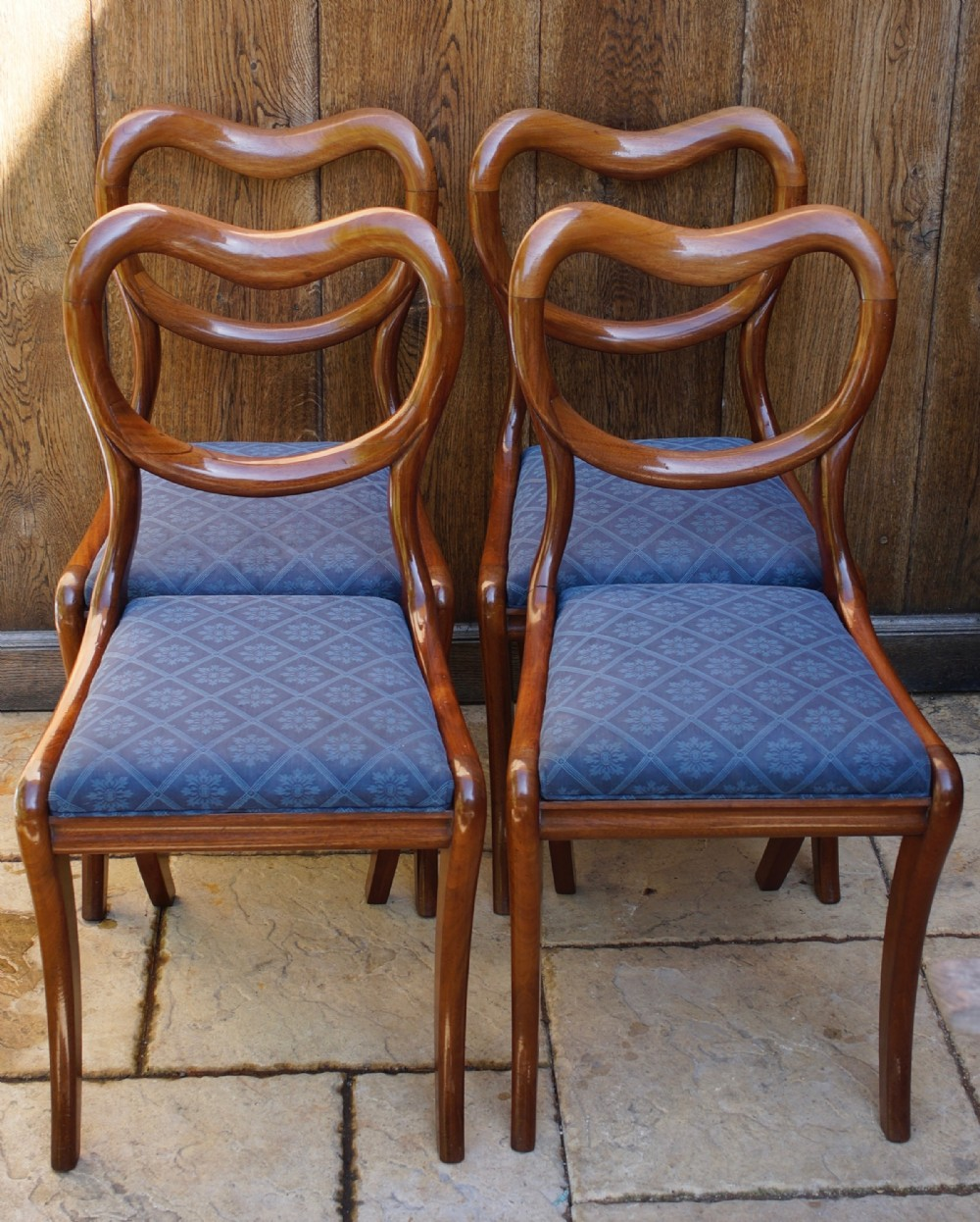 set of 4 1830s solid mahogany sabre legged dining chairs with kidney shaped backs