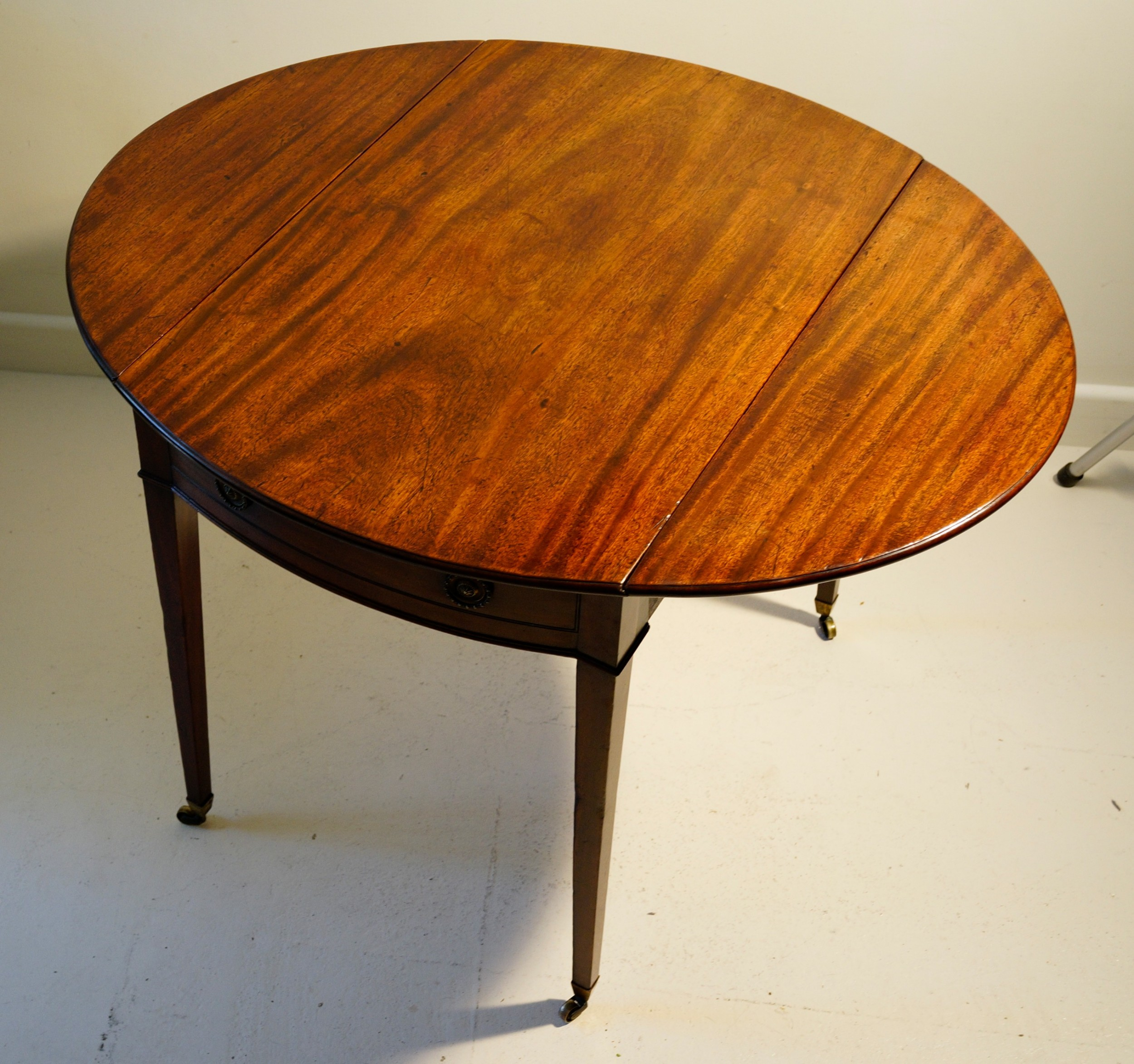 fine 1780s georgian mahogany oval pembroke table in lovely original condition