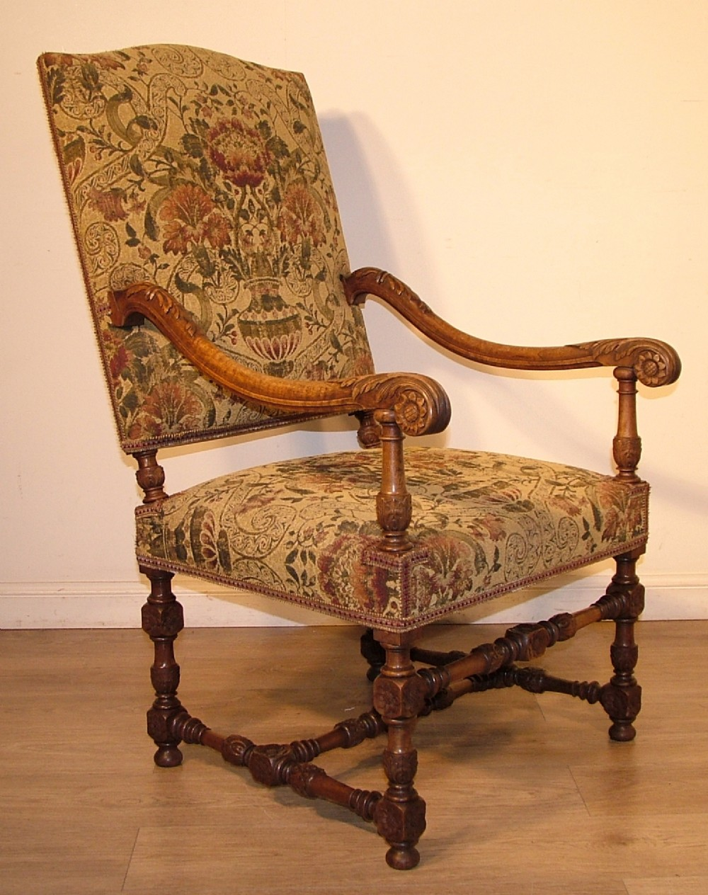 Attractive large quality antique victorian carved walnut for Large armchair