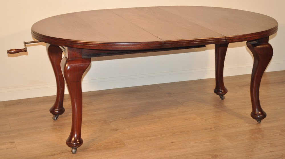 Attractive Small Antique Victorian Mahogany Wind Out Extending Dining Table