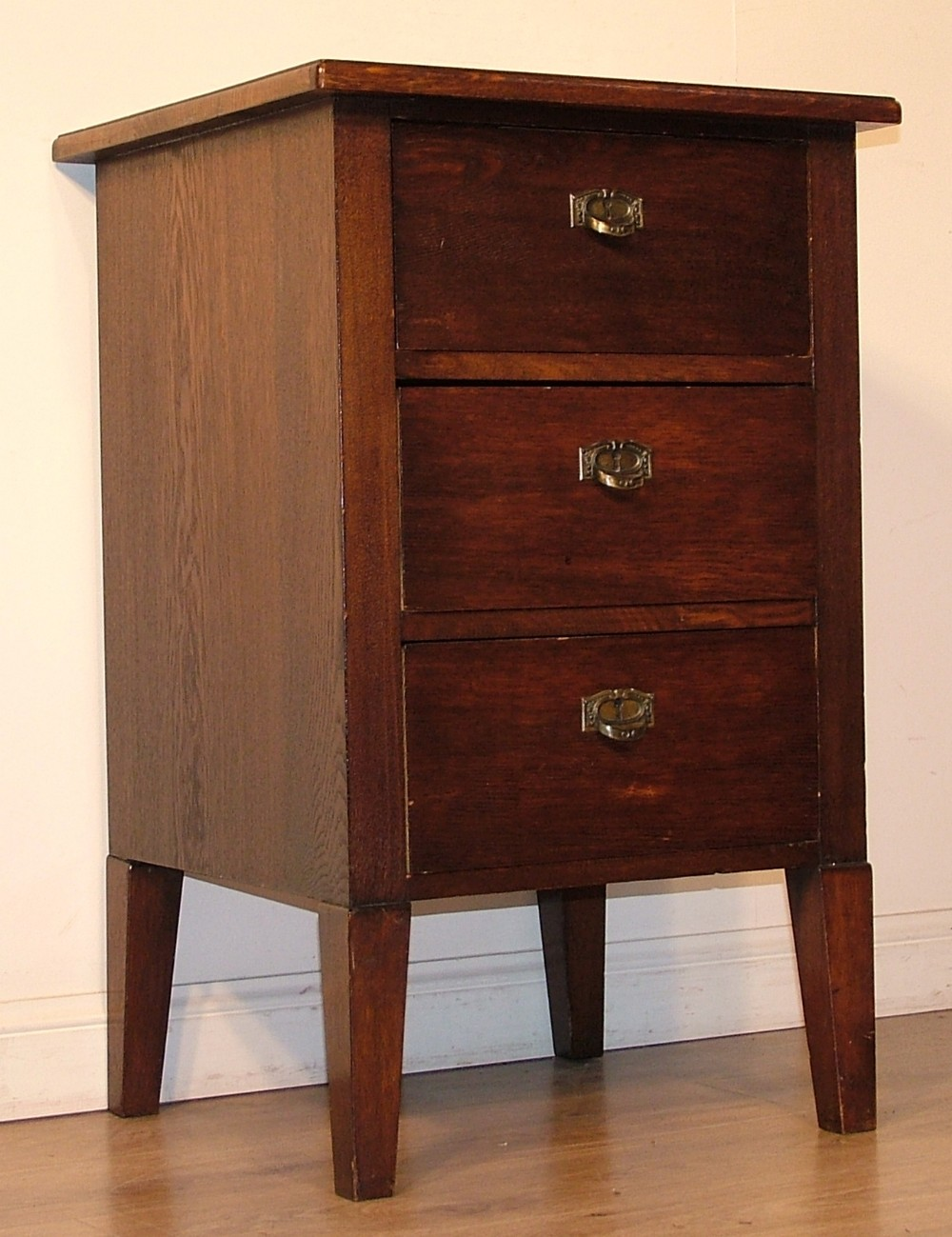 Antiques the uk 39 s largest antiques website for Small bedside chest of drawers