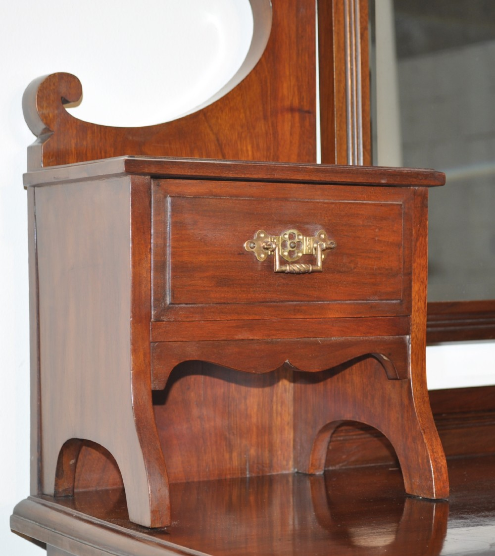 Attractive large antique victorian walnut dressing table for Large dressing table with drawers
