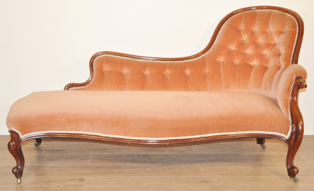Quality large antique victorian carved mahogany chaise for Antique victorian chaise longue