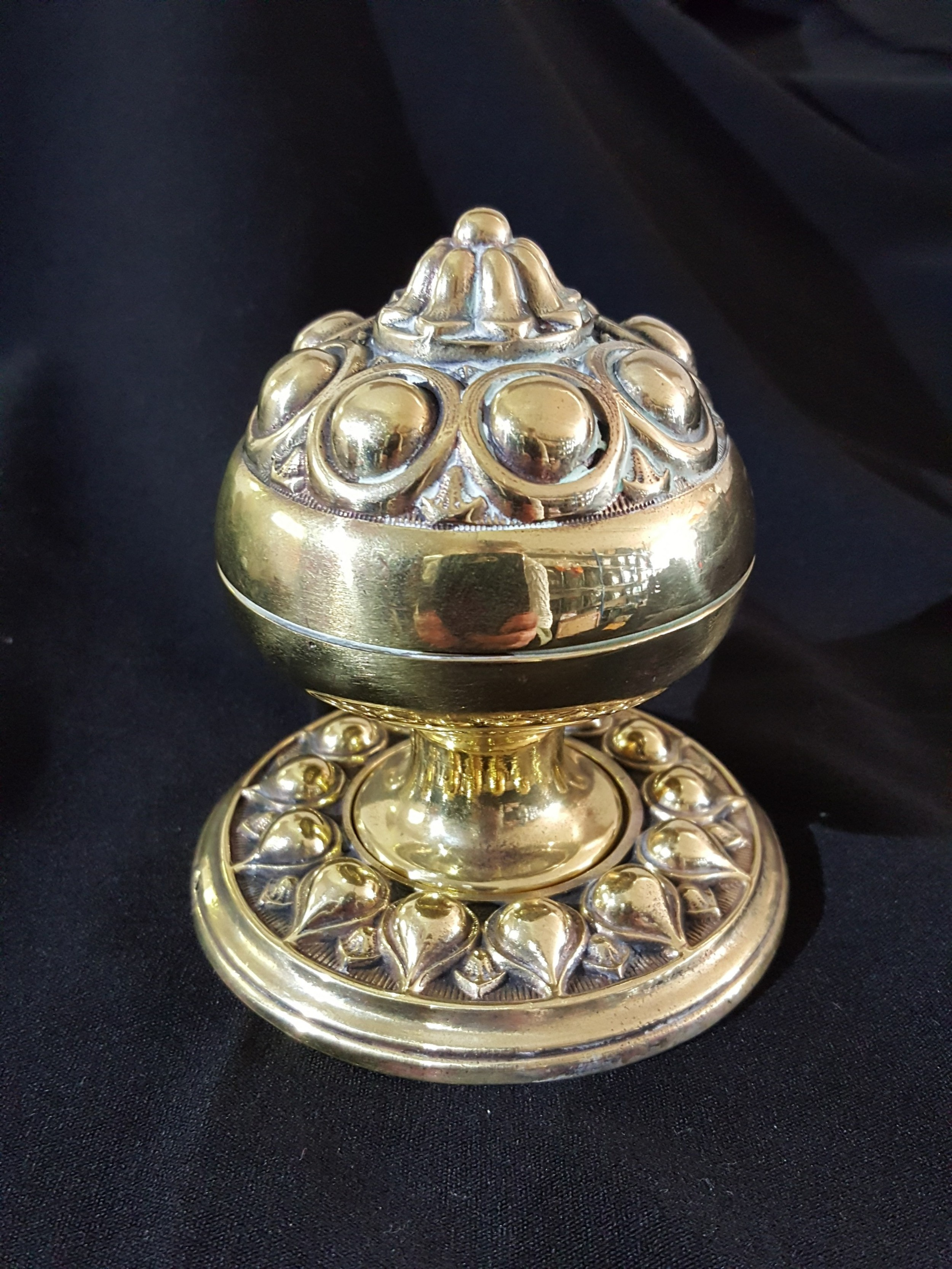 brass victorian gothic single door knob
