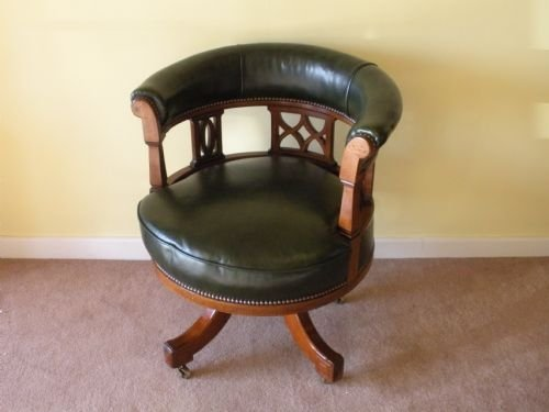 Exceptionnel Leather Captains Chair