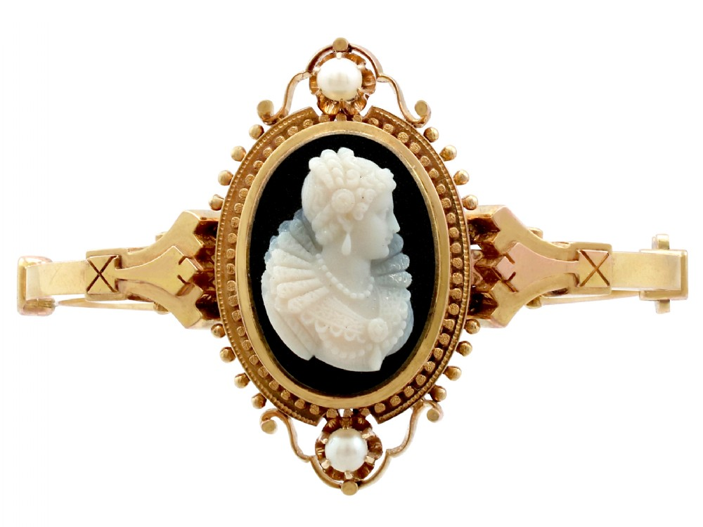 cameo banglebracelet with pearls 15 ct yellow gold antique victorian