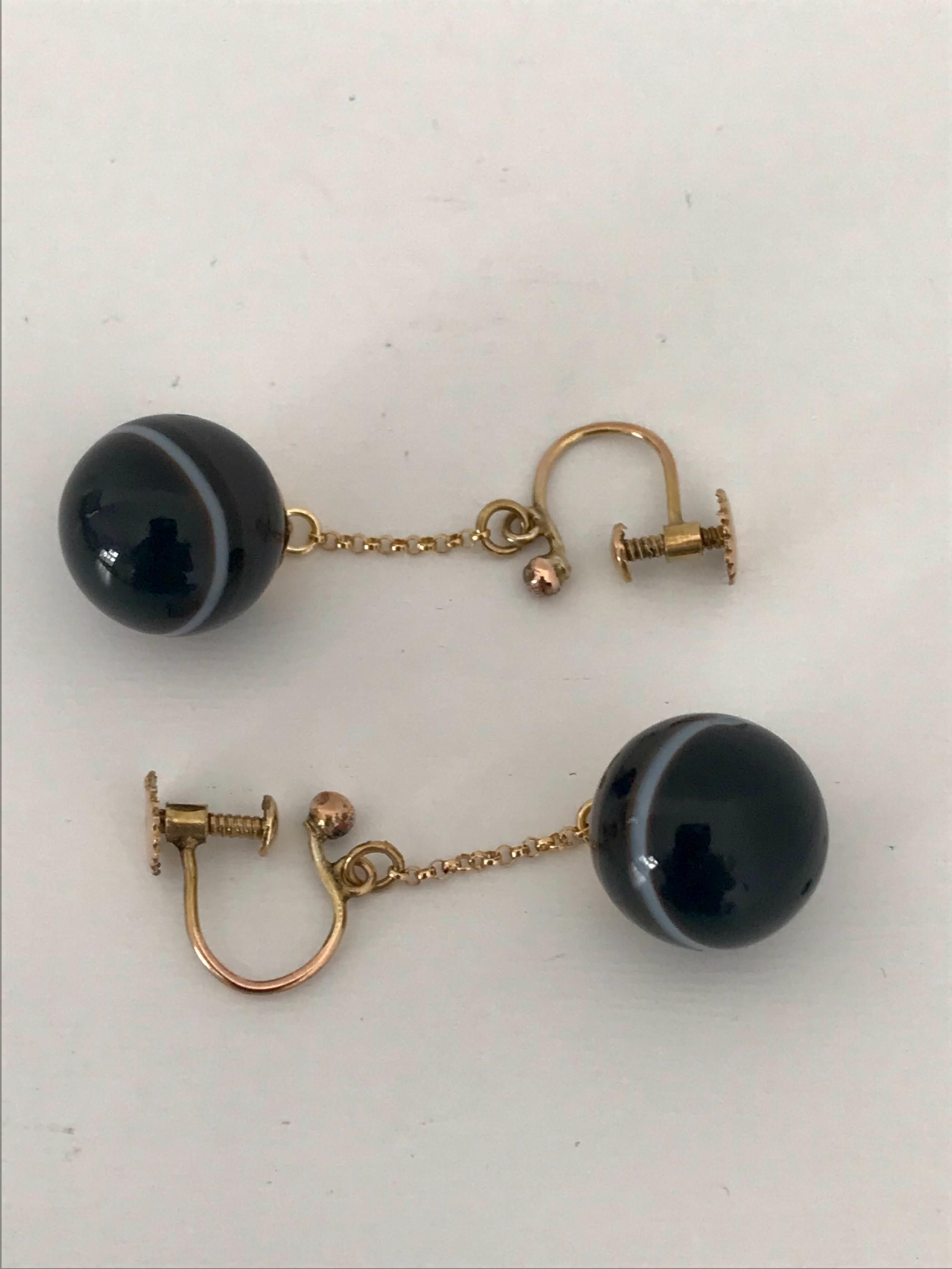 art deco pair of screw back 9 ct banded agate earrings