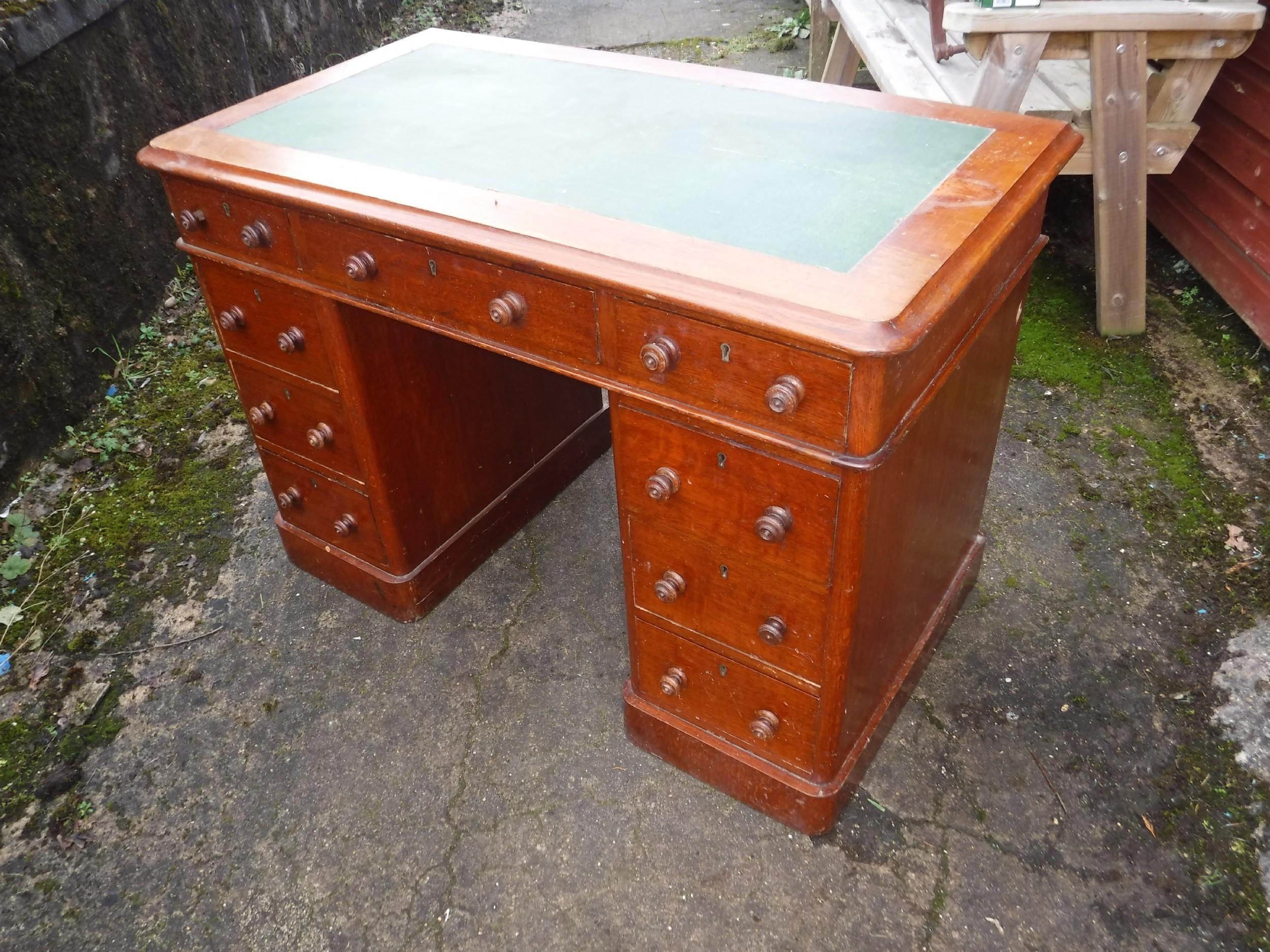 neat late victorian oak kneehole desk