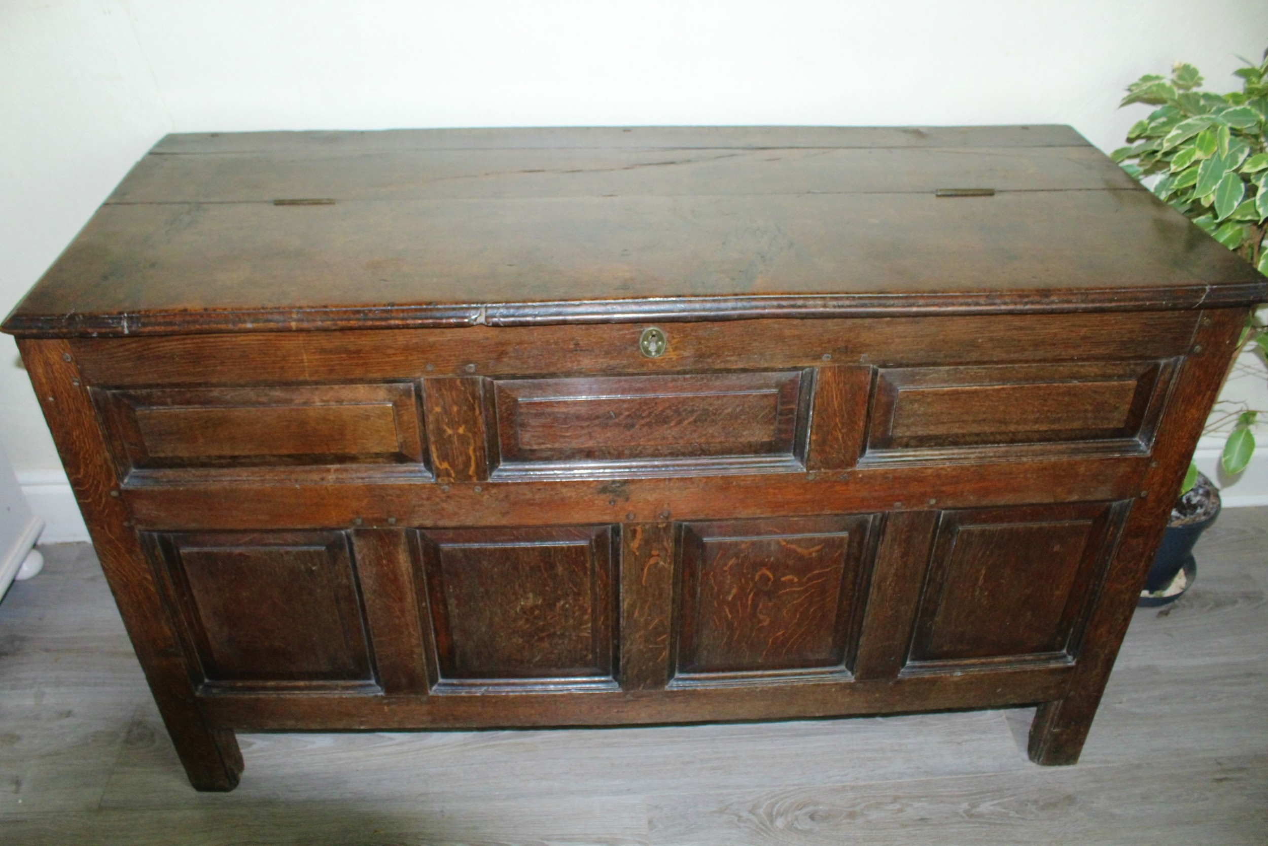 early 18th century oak coffer c1720