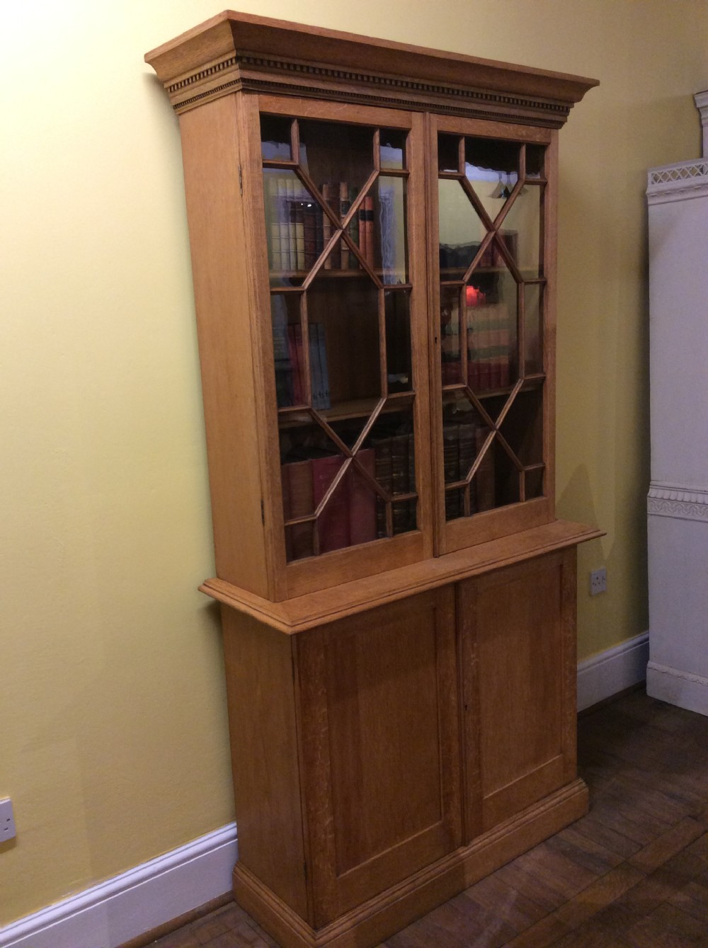19thc oak 2 door bookcase with astrical glazing