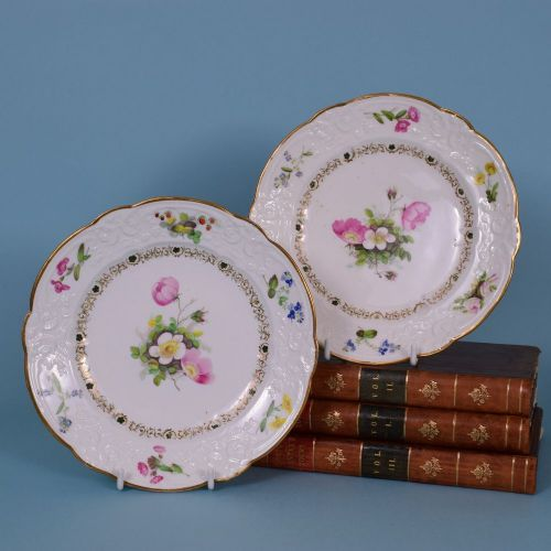 a fine quality pair of early 19th century swansea porcelain plates