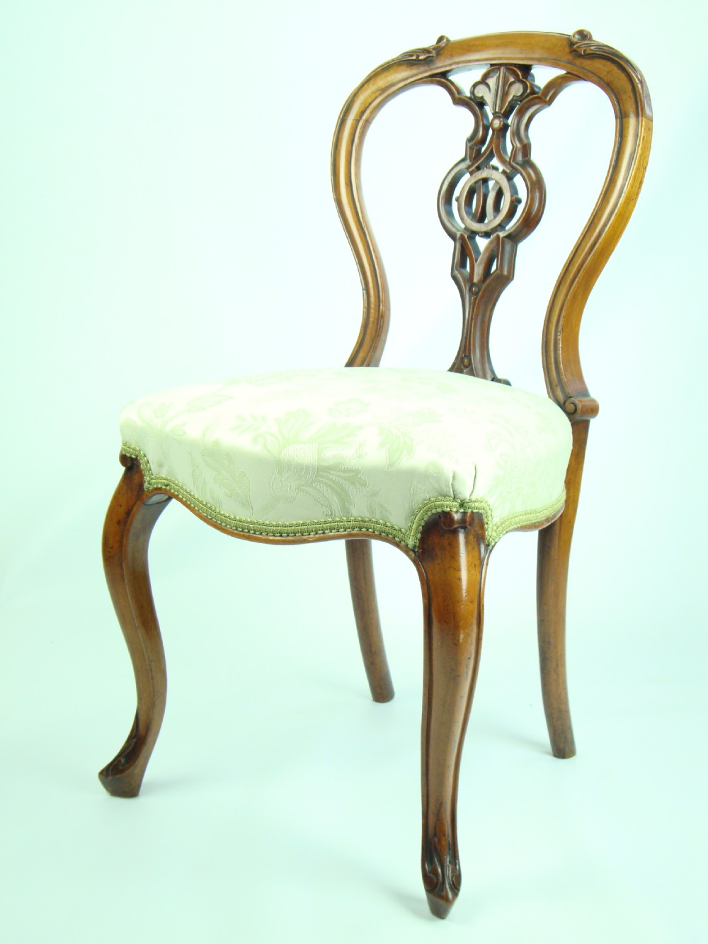 Antique Victorian Walnut Balloon Back Chair 248041