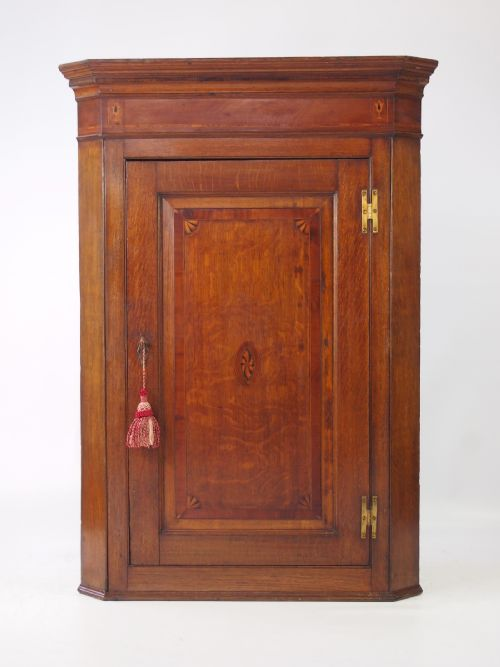 Antique Furniture Direct - Antique Corner Cupboards - The UK's Largest Antiques Website