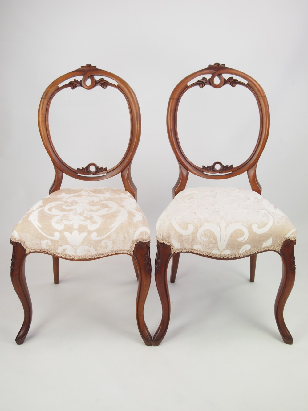 Attractive Pair Antique Victorian Walnut Balloon Back Chairs   Pair Antique Victorian  Walnut Balloon Back Chairs 266463